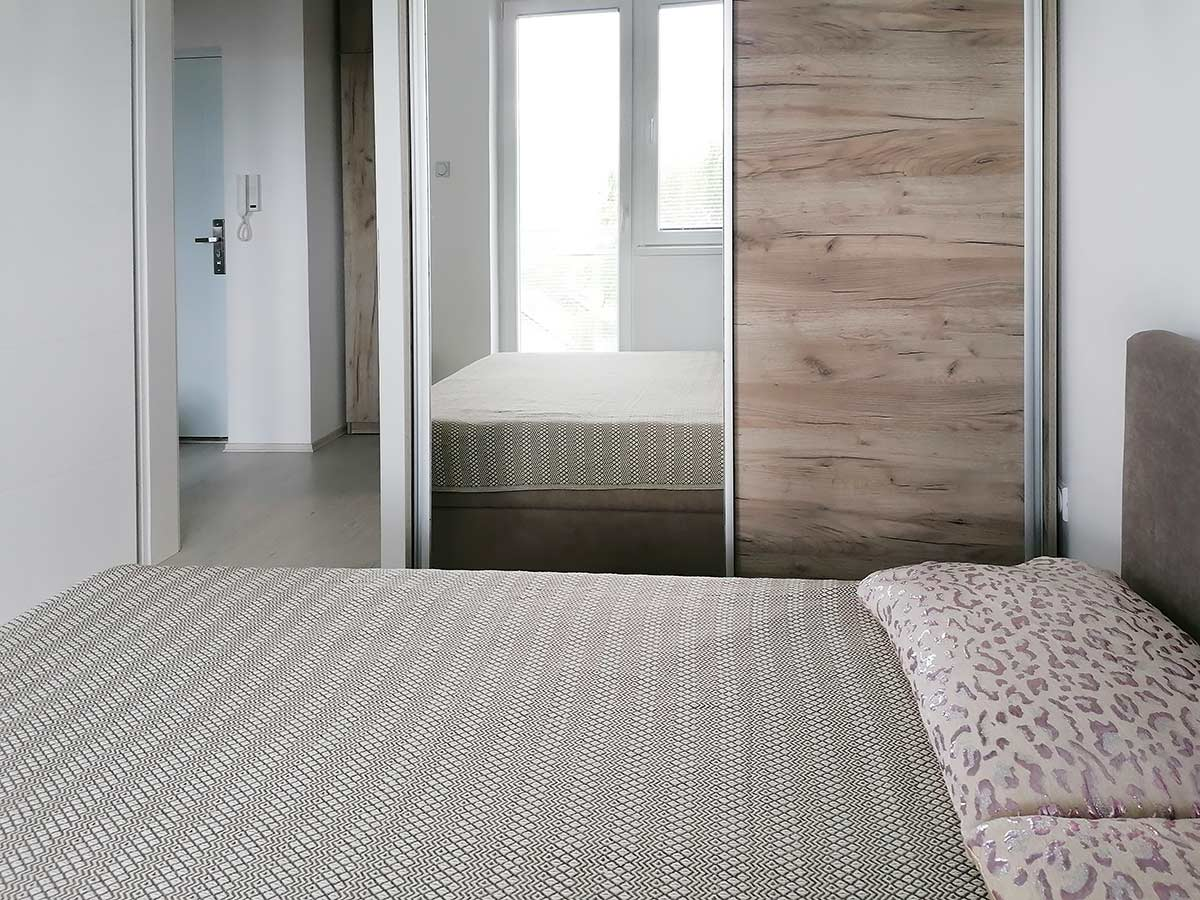 Apartman AD - Spavaća soba: Garderober