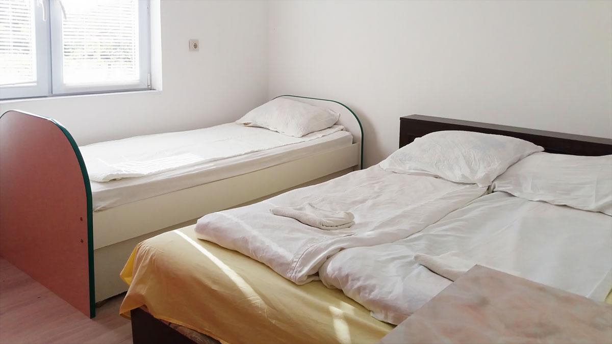 Apartman Aronija - Spavaća soba - francuski + običan ležaj