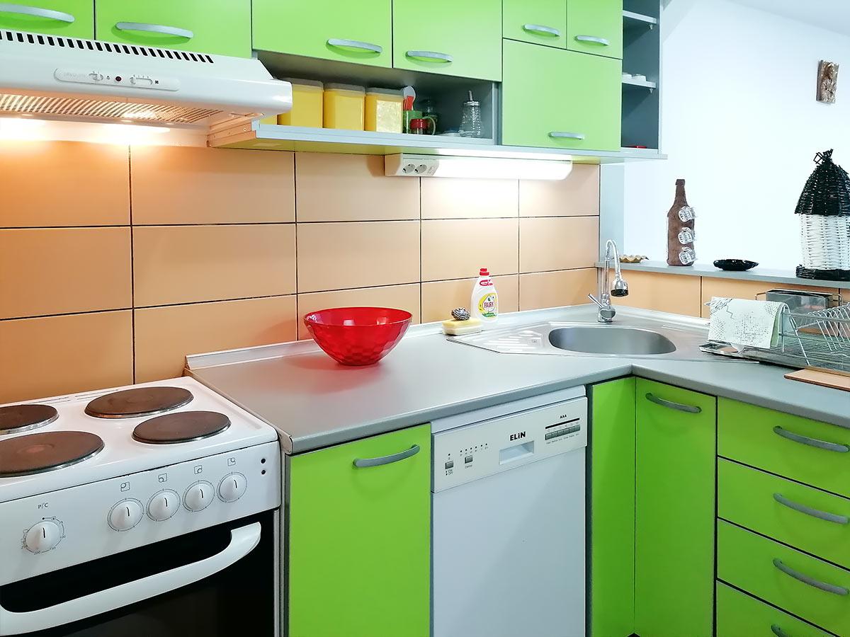 Apartmani Ena - Šporet, frižider