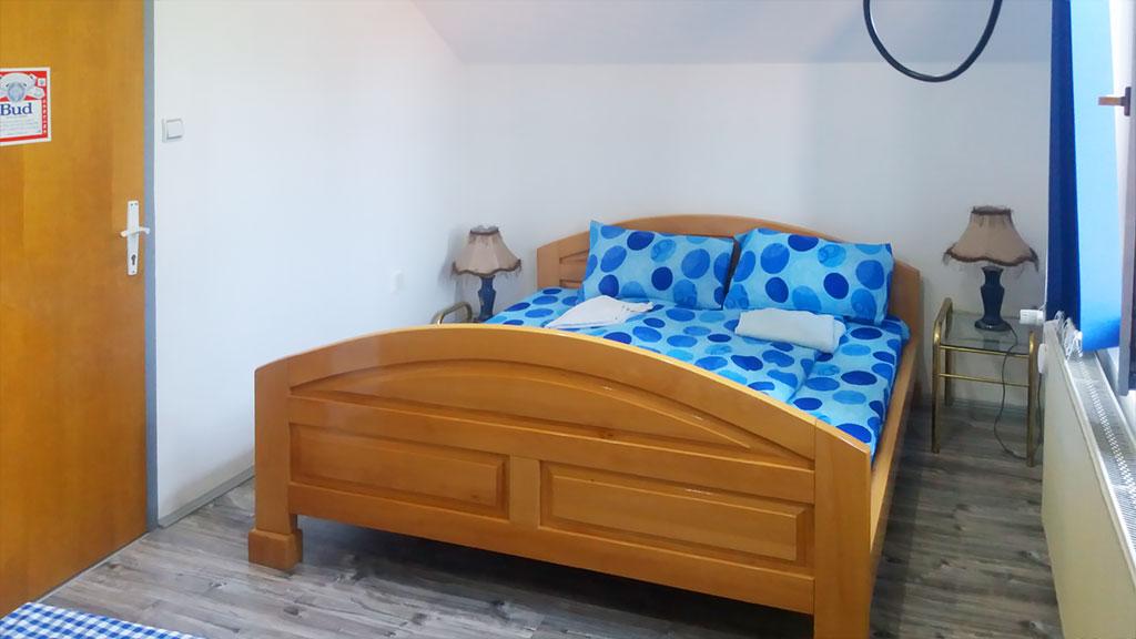 Apartman Hram - Spavaća soba 2 - Francuski ležaj