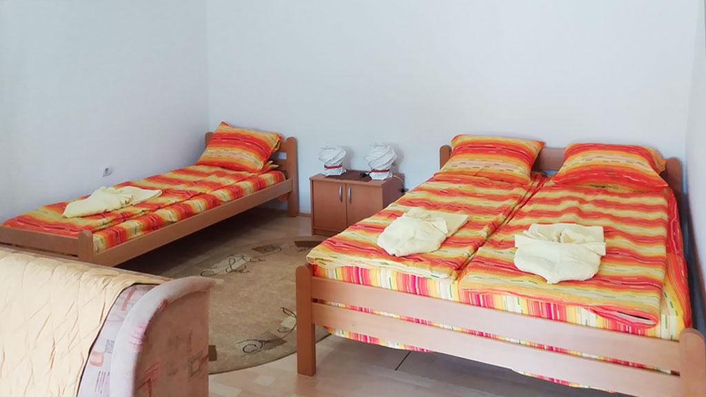 Apartman Kepa - Bračni krevet i 1 običan krevet