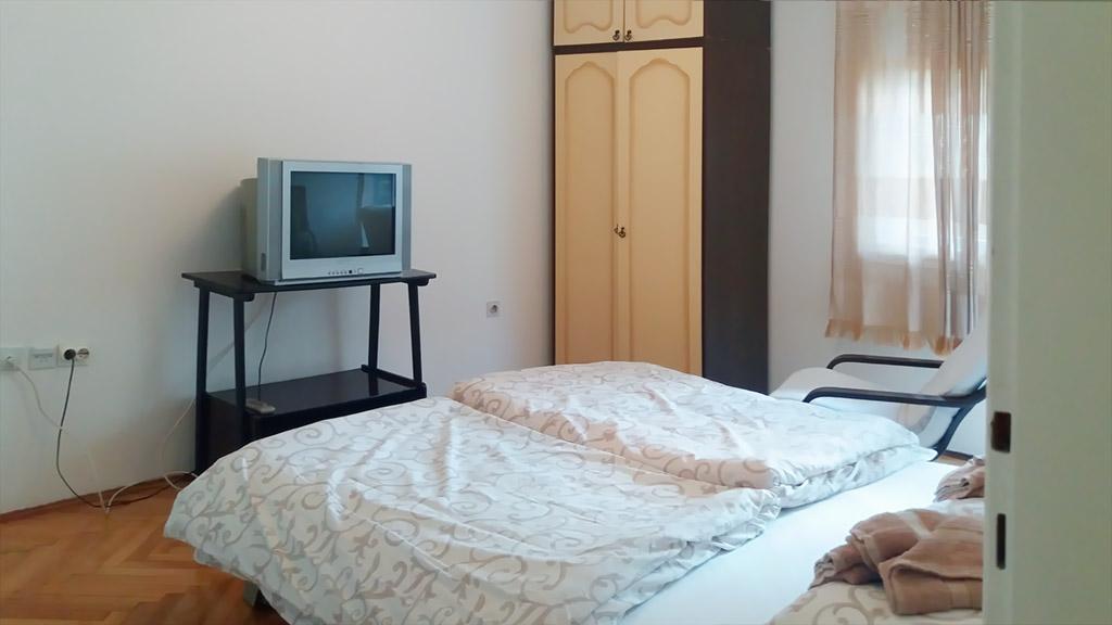 Apartman Kneginja - Spavaća soba 1 - TV