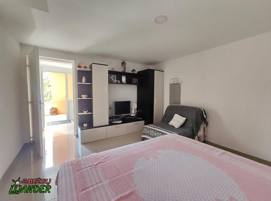 Apartman Lijander - Spavaća soba: TV