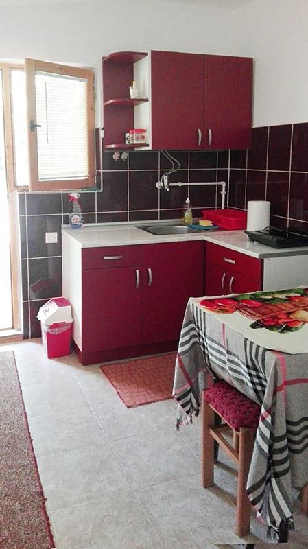 Apartman Lola - Trpeyarija sa kuhinjom