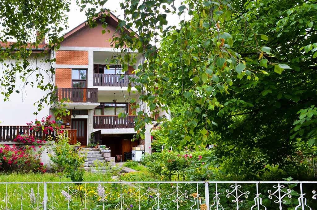 Apartmani BMV - Prostrano dvorište