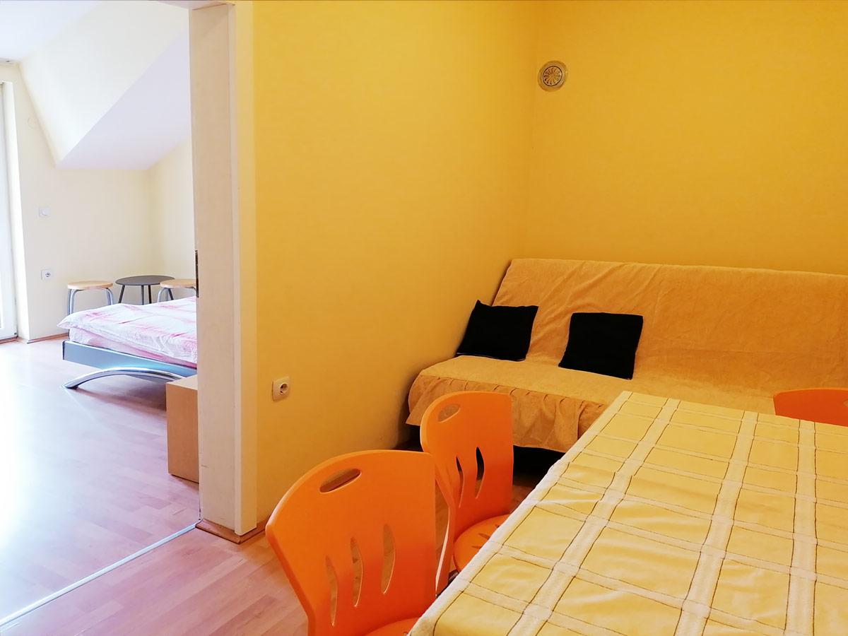 Apartman Mira 1 - ulaz u spavaću sobu