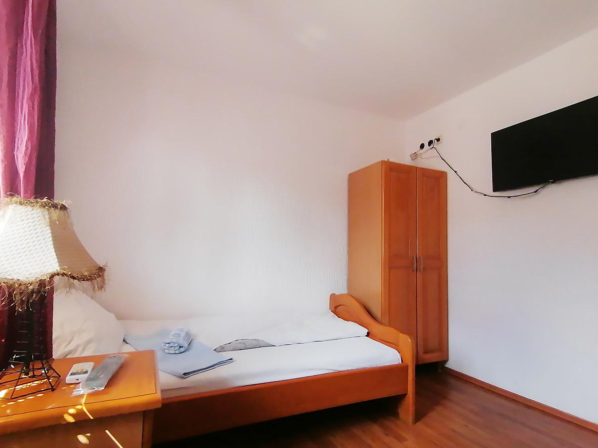 Apartman Hram 2 A 10 - Drugi krevet, orman