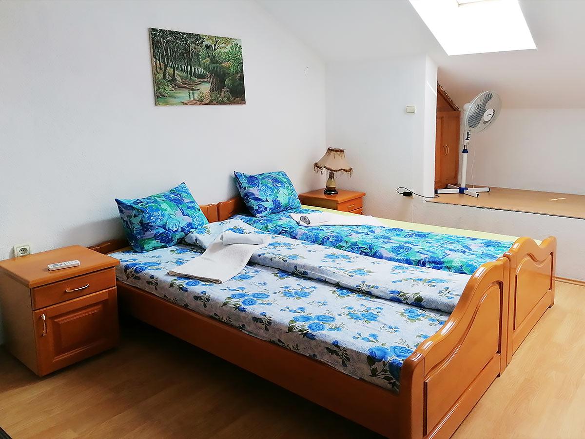 Apartman Hram 2 A 11 - Francuski ležaj