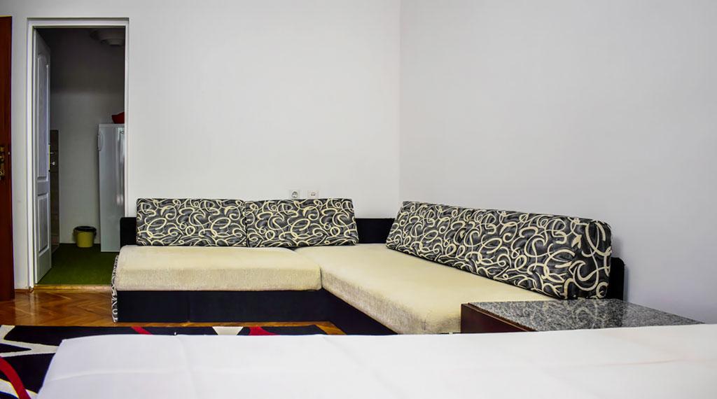 BMV Apartman 2 - Ugaona garnitura