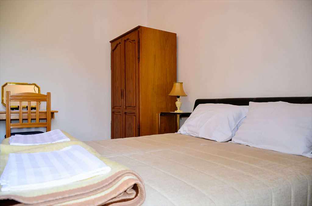 BMV Apartman 1 - Spavaća soba 1 - Garderober