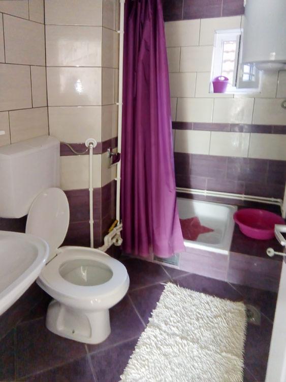 Apatman u prizemlju - Kupatilo