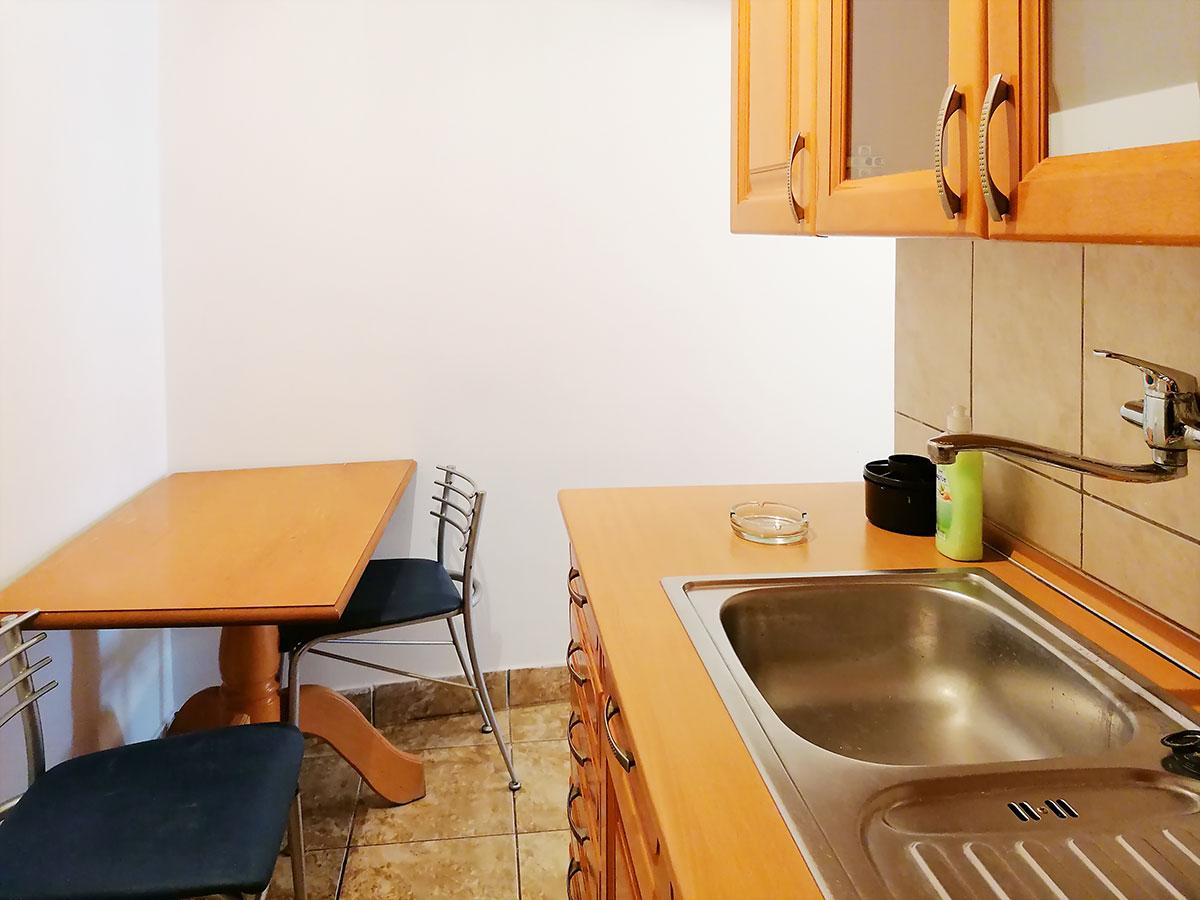 Apartman A9 Hram 2 - Sto u kuhinji