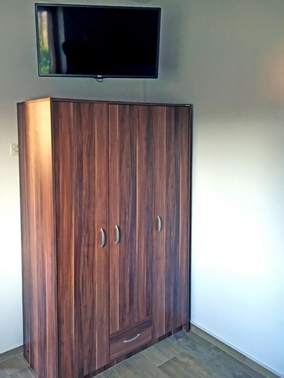 Apartman MIMILUX - Spavaća soba 2 - TV i orman