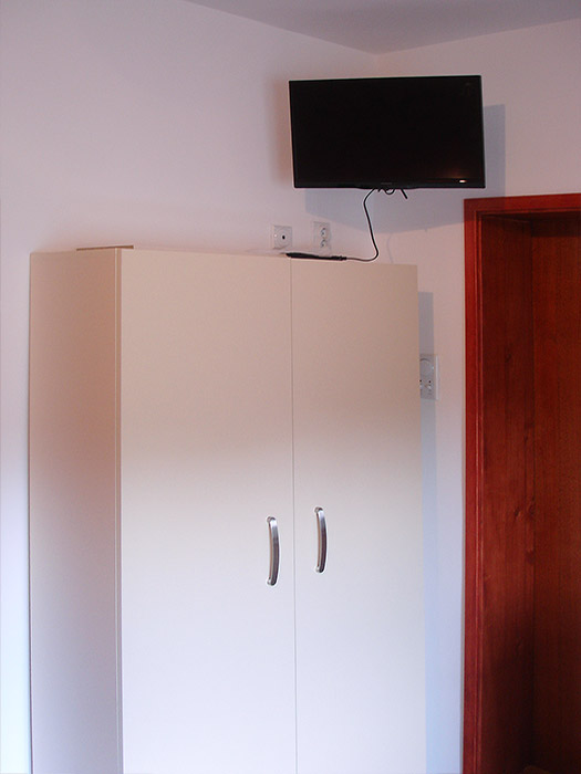Apartman Iris - TV i garerober