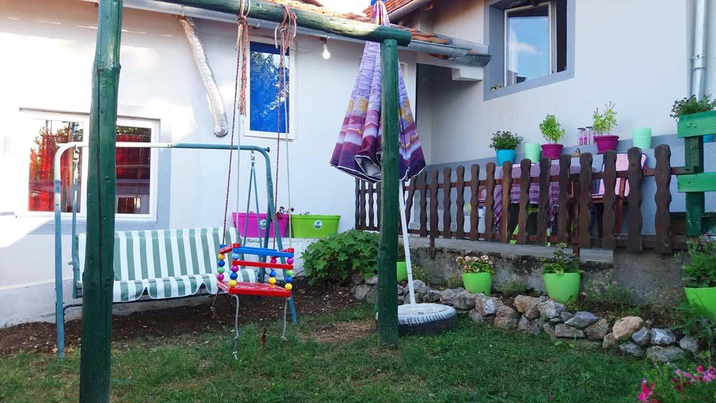 Apartman Nikola - Ljuljaška za decu