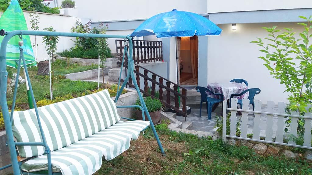 Apartman Pavle - Terasa sa ljuljaškom