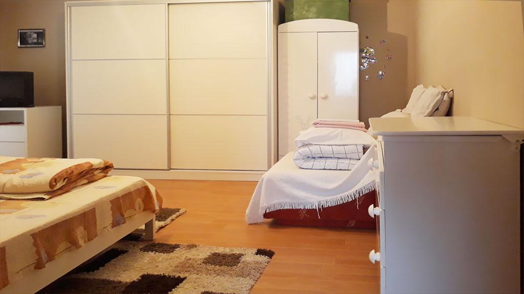 Sobe Lana - Trokrevetna soba - Fotelja na razvlačenje