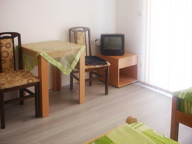 Studio 3 Merlin - TV i sto za ručavanje