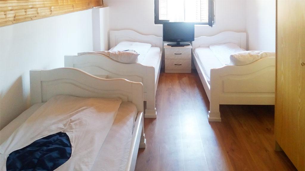 Sobe Hram - 3 kreveta, TV
