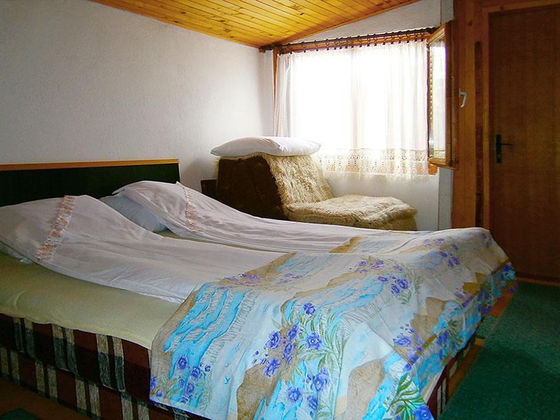 Sobe Jelena i Milica - Trokrevetna soba: francuski ležaj, fotelja na razvlačenje