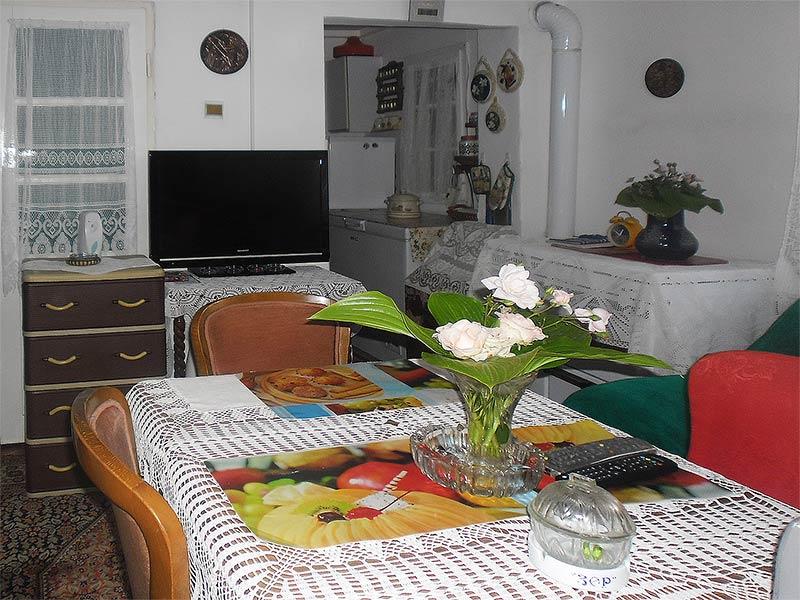 Sobe Jelena i Milica - Zajednička trpezarija sa TV-om
