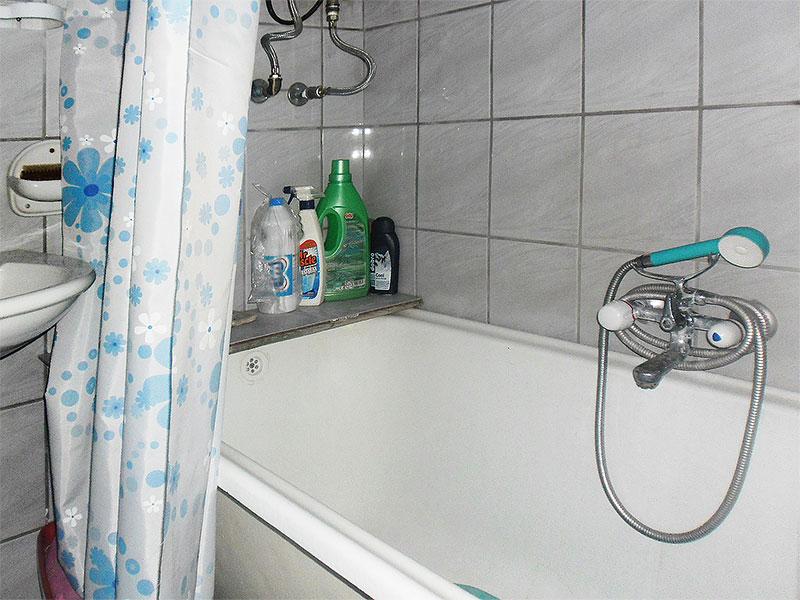 Sobe Jelena i Milica - Zajedničko kupatilo - tuš kada