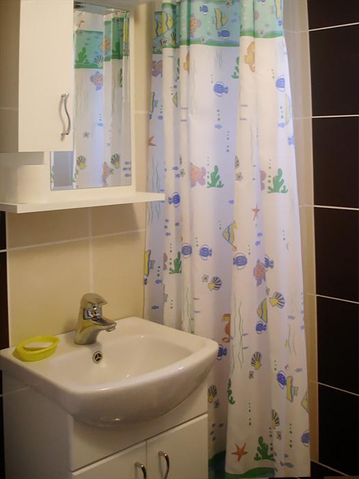 Sobe Pčela - Kupatilo sa tuš kabinom