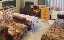Apartman Margo - Spavaća soba: krevet, fotelja, TV