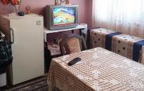 Apartman Margo - Trpezarija: sto, frižider, TV