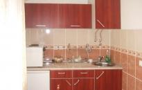 Studio Ozren - Kuhinja - šporet i frižider